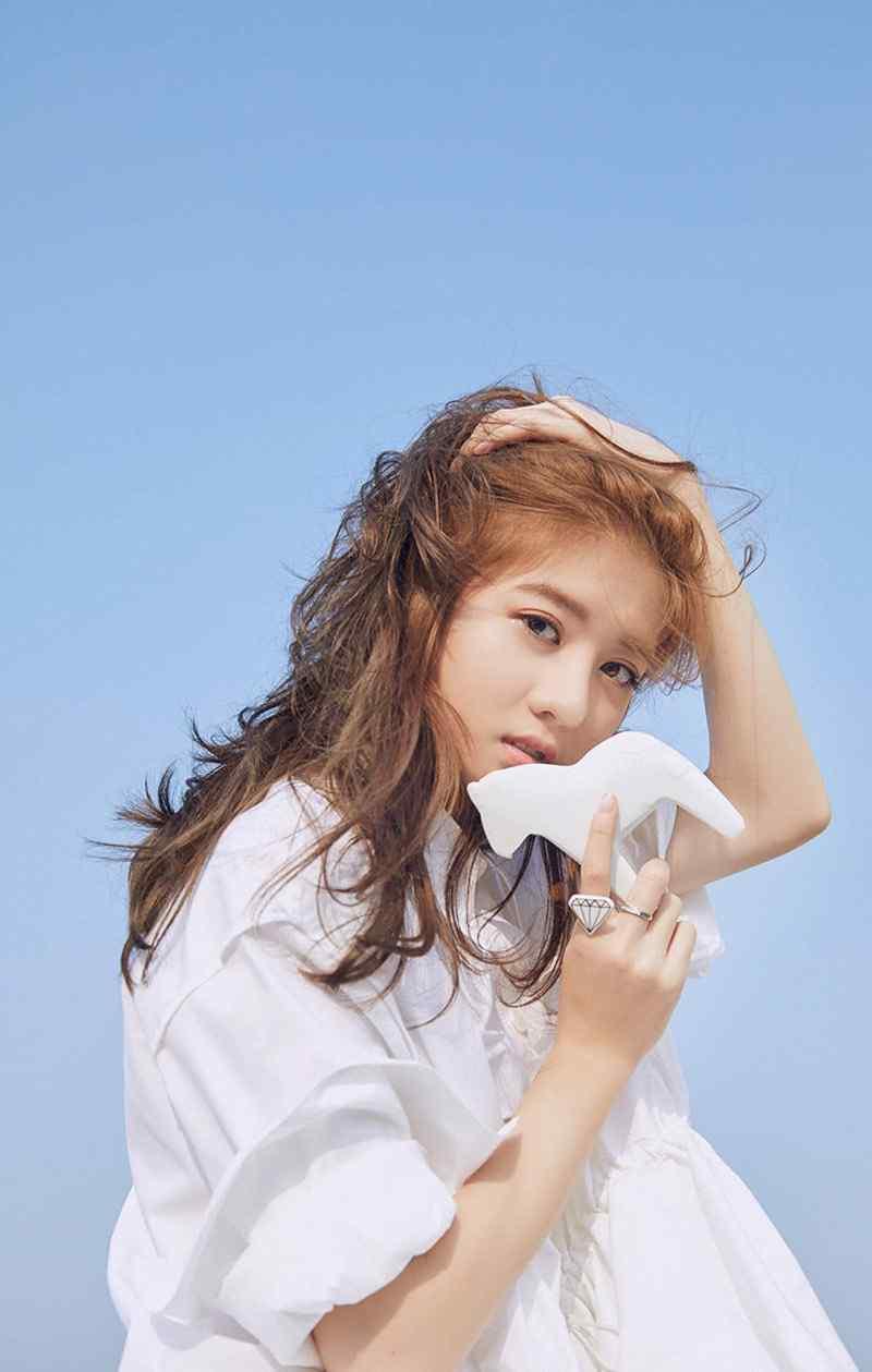 李凯馨长发飘逸甜美养眼写真