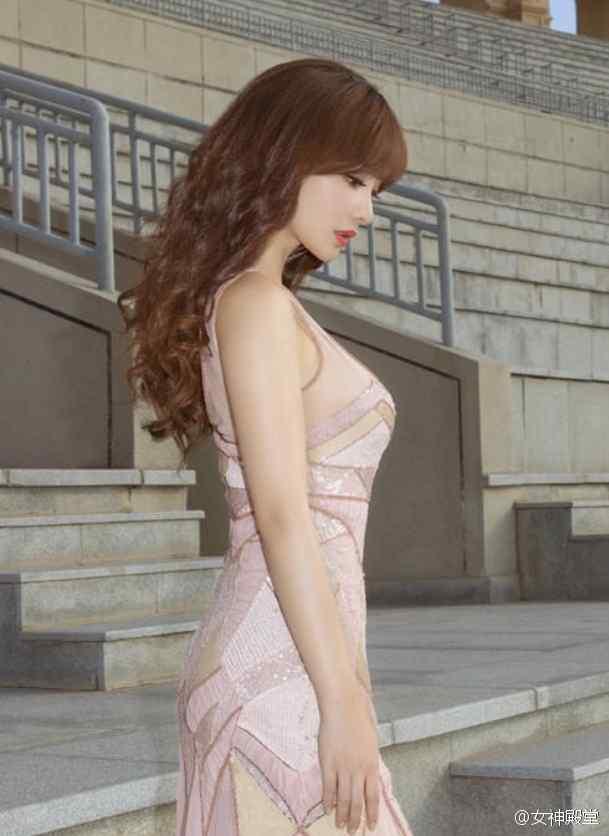 性感女神柳岩长裙超美沙漠写真