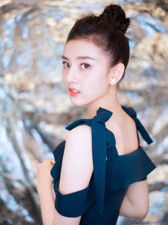 宋祖儿性感甜美抹胸吊带裙写真图片