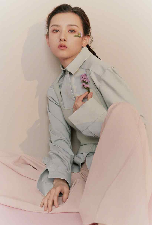 宋祖儿时尚芭莎杂志封面写真图片