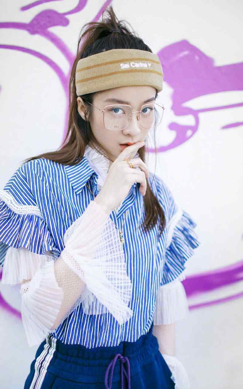 张雪迎酷炫春季时尚街拍写真