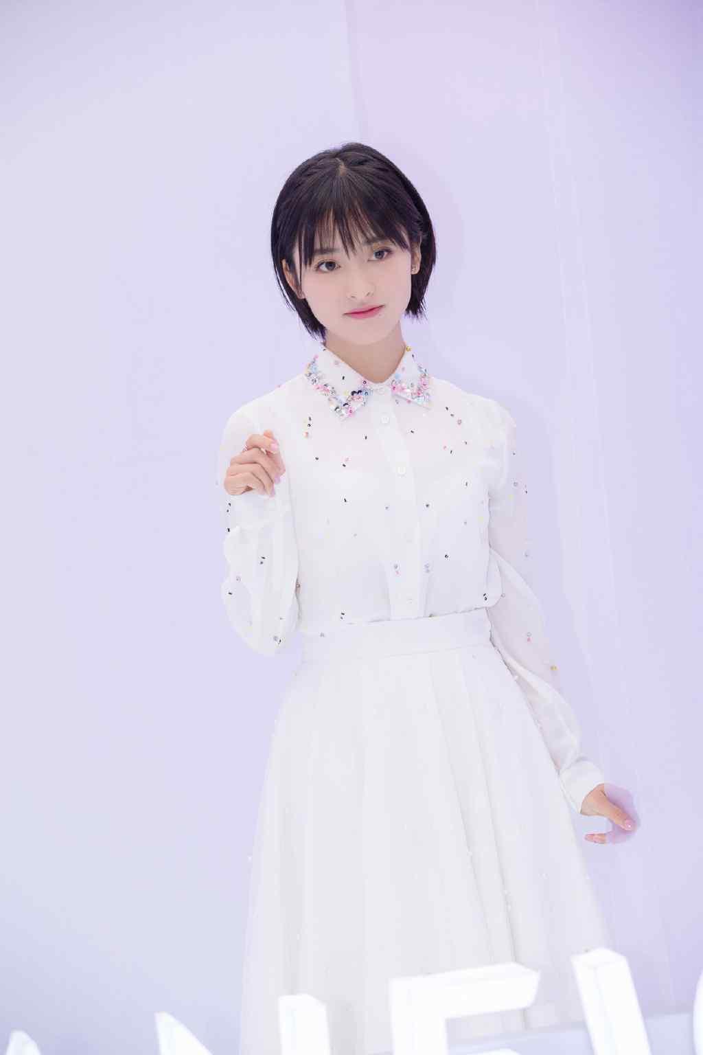 沈月白裙飘飘仙女