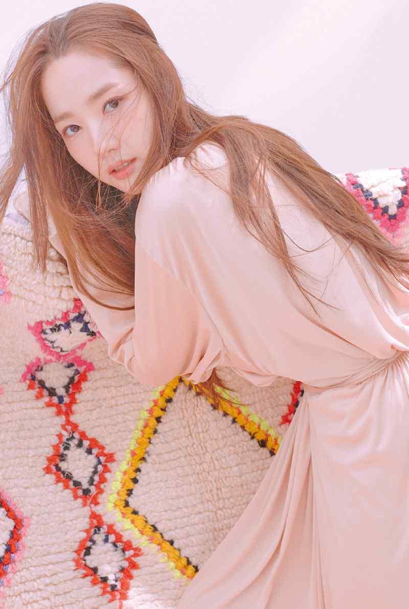 韩国美女朴敏英时尚手机壁纸