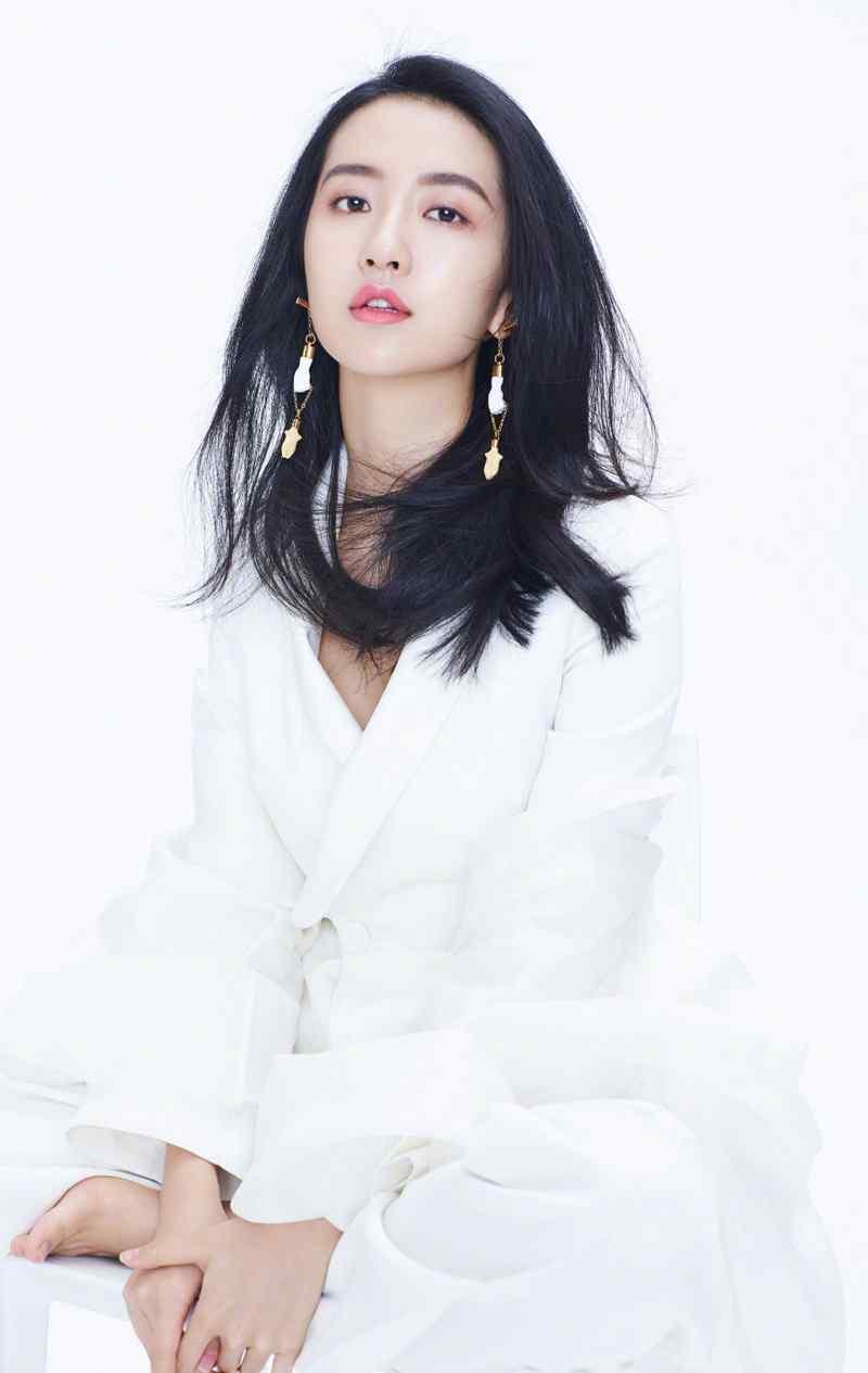 许龄月清新优雅白色套装图片写真