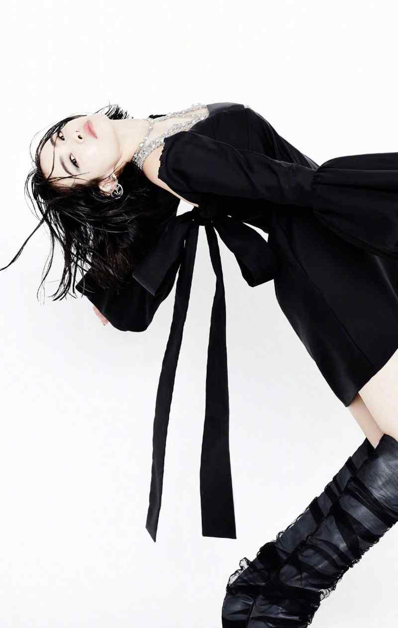 宋茜时尚芭莎帅气