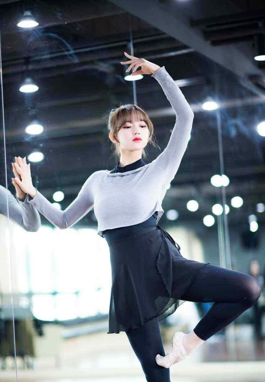 程潇性感舞蹈姿势手机壁纸