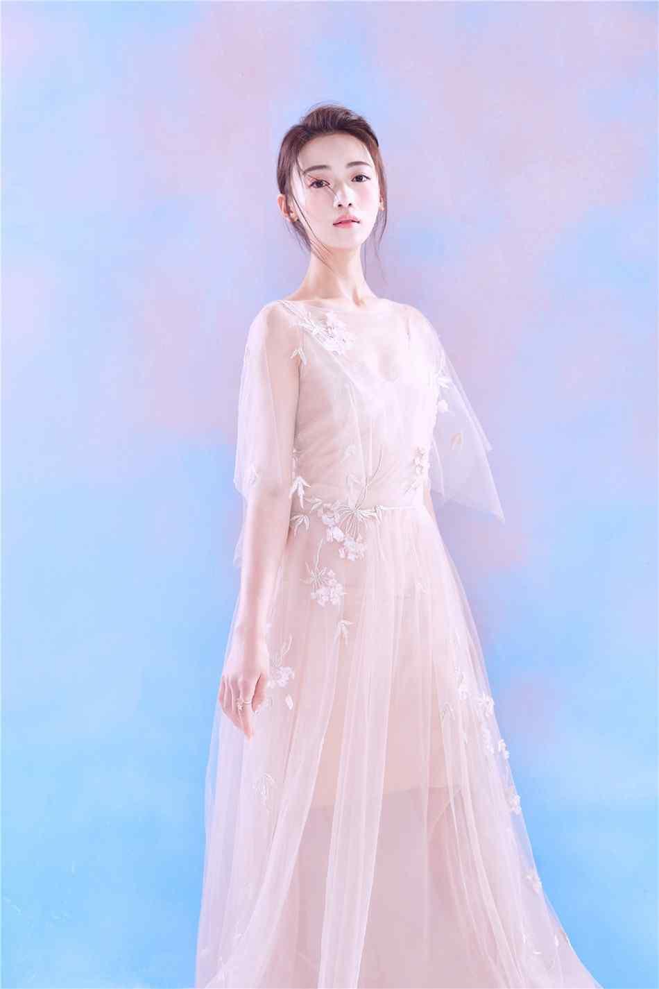吴谨言时尚唯美仙女写真图片