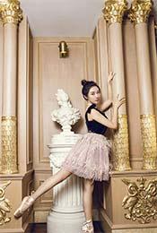 菅纫姿优雅芭蕾舞写真图片高清壁纸