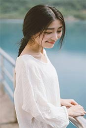 长发白衣美女超清手机壁纸图片