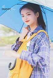 杨超越带雨伞可爱
