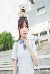 賴美雲(yun)和頭上是小熊高清唯美壁紙圖片