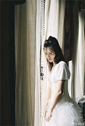 站在窗边的忧郁安悦溪超清唯美手机壁纸图片