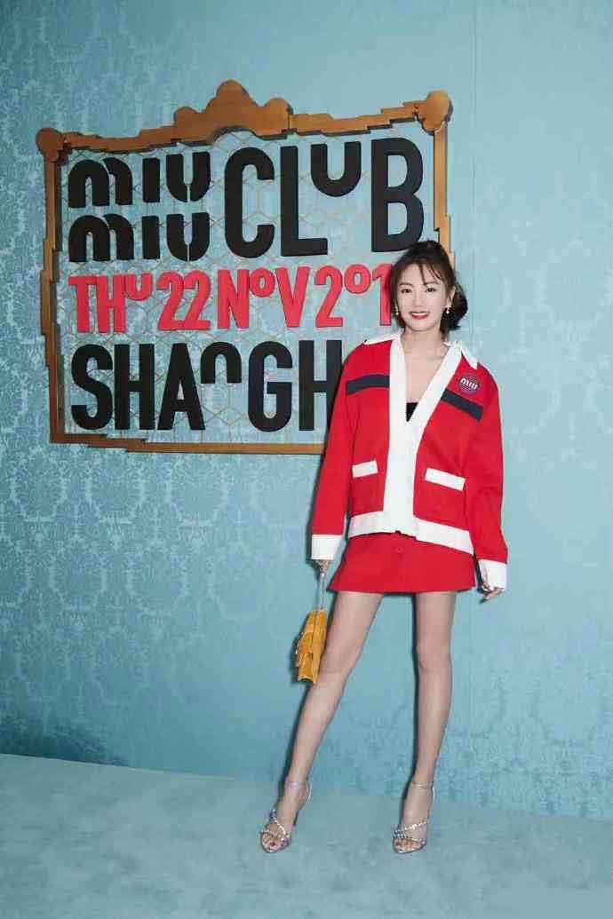 张雨绮时尚写真手机壁纸_张雨绮圣诞节露腿图片