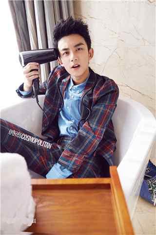 吴磊时尚杂志帅气手机壁纸