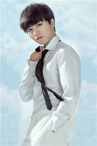 王俊凯时尚杂志拍摄白衬衫校草手机壁纸