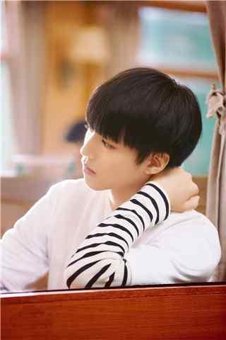 王俊凯时尚杂志窗台仰望手机壁纸