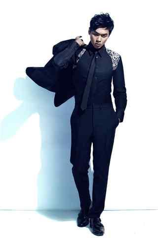 张若昀杂志写真黑色西装手机壁纸