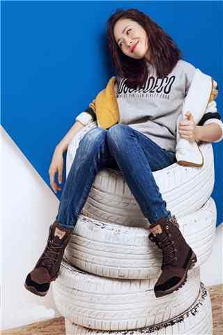 江一燕时尚杂志拍摄青春活力手机壁纸