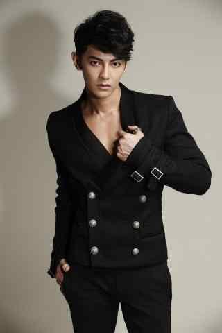 汪东城杂志写真黑色大衣手机壁纸