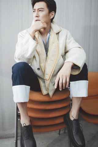靳东时尚杂志拍摄休闲帅气手机壁纸