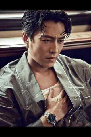 靳东时尚杂志拍摄湿身色气满满手机壁纸