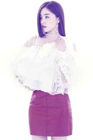 阚清子唯美纯洁白色上衣搭配红色裙子知性手机壁纸