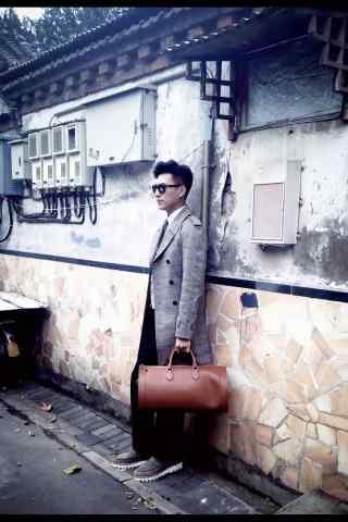 靳东时尚街拍古城老街手机壁纸