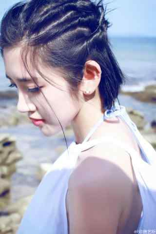 唐艺昕夏日海边白色长裙侧脸手机壁纸