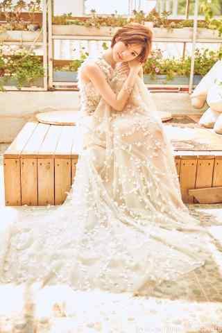 毛晓彤暖色调婚纱甜美手机壁纸