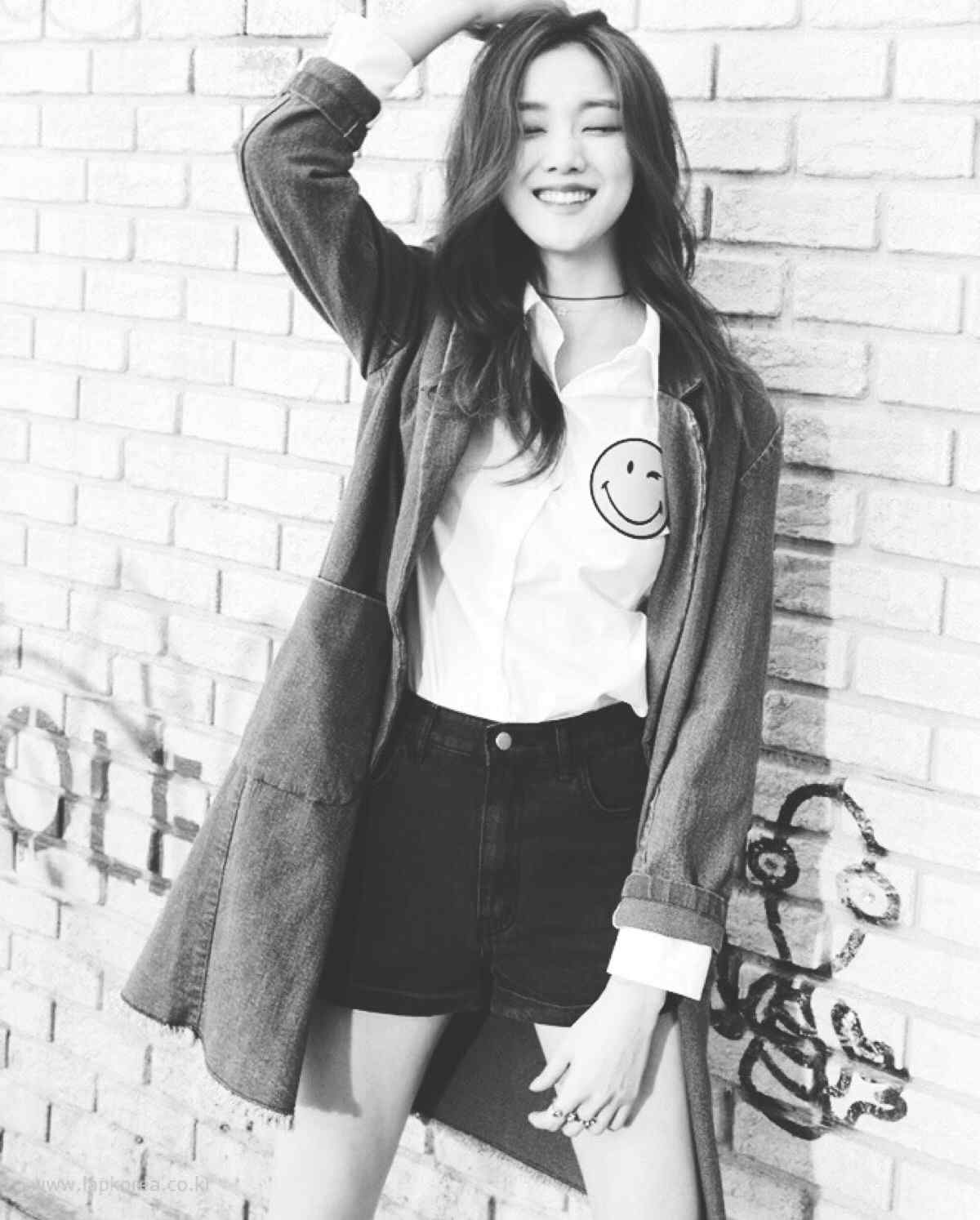 韩国模特李圣经时尚写真图片手机锁屏壁纸