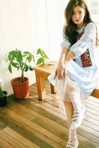 韩国美少女金裕贞写着图片手机壁纸之年轻真好