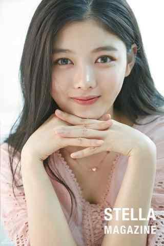 韩国美少女金裕贞写着图片手机壁纸之婴儿肌肤