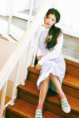 韩国美少女金裕贞青春靓丽写着手机壁纸