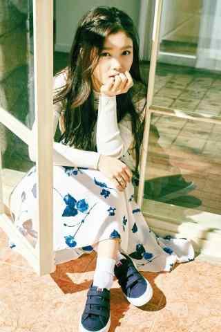 韩国美少女金裕贞写着图片手机壁纸之青春无敌