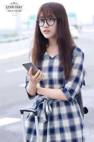 李艺彤机场私服照手机壁纸