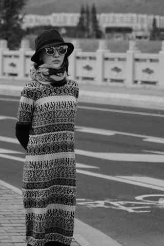 周迅唯美街头黑白图片手机壁纸