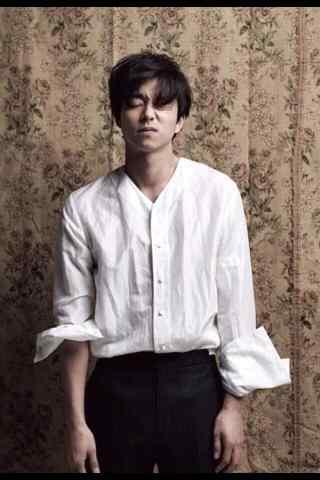 孔侑时尚写真手机壁纸