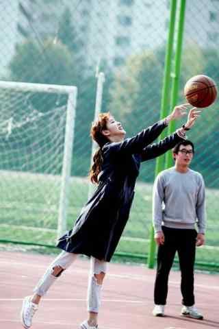 金高银帅气打篮球