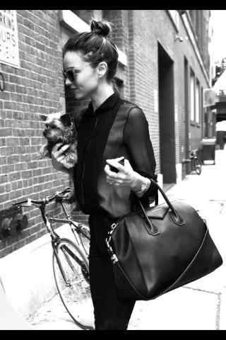 米兰达可儿丸子头可爱造型街拍图片