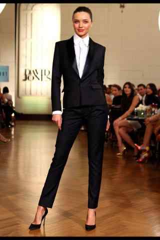 米兰达可儿西装造型帅气走秀图片