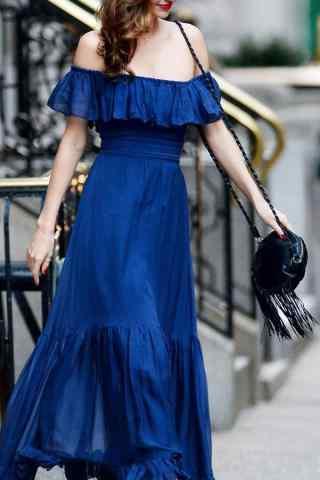 米兰达可儿蓝色长裙性感香肩街拍