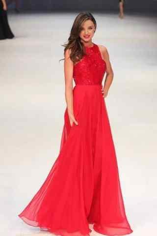超模米兰达可儿红色长裙唯美走秀图片