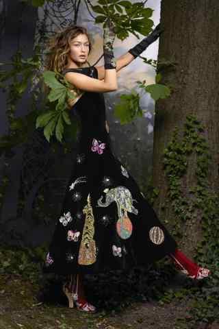 超模gigi复古长裙写真图片