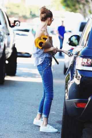 gigi露肩造型时尚街拍图片