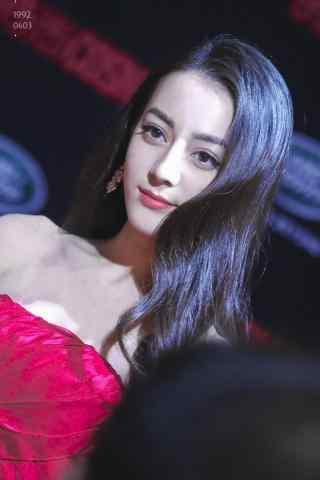 迪丽热巴红色抹胸礼服手机壁纸