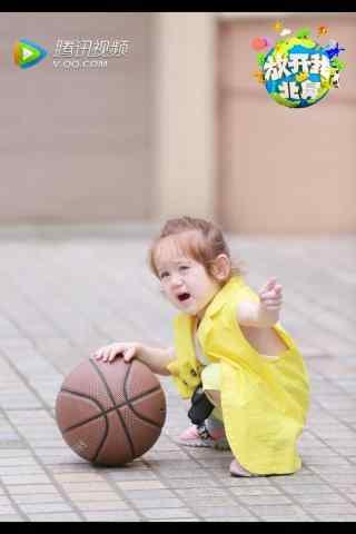 玩着篮球的jackson手机壁纸