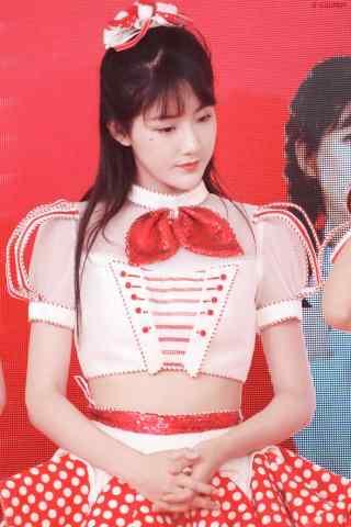 小姐姐李艺彤甜美笑容手机壁纸