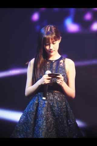 SNH48李艺彤黑色迷人礼服手机壁纸