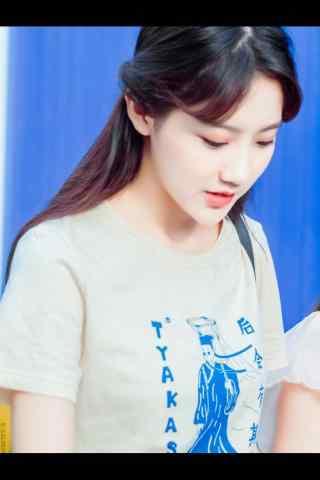 李艺彤青春靓丽街拍手机壁纸