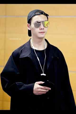 酷帅少年陈伟霆机场街拍手机壁纸